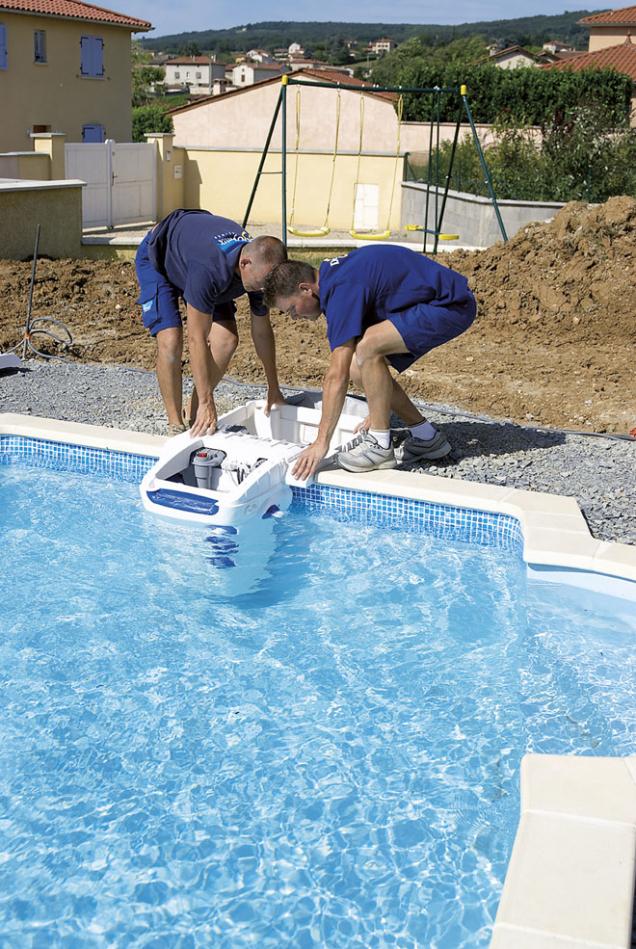 10.Po napuštění vody je možno nainstalovat bazénové technologie azkontrolovat jejich funkci. Pak už zbývá jen dokončit úpravu okolí bazénu aužívat si.