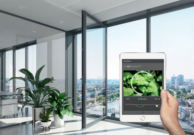 Inteligentní jednotky Schüco: Klient nebo investor dostává informace o kvalitě ovzduší a vlhkosti. Okamžitou reakcí je možné předejít poškození materiálu a zajistit dlouhodobou životnost. (Zdroj: Schüco)