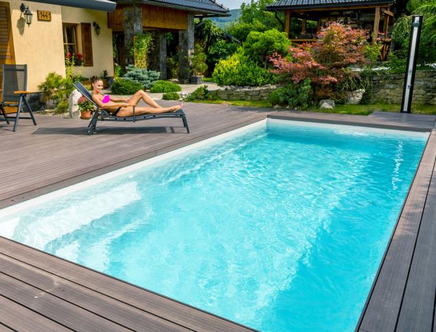 Keramické bazény Compact mají příjemné odpočinkové zóny a vynikají vysokou odolností a nadčasovým designem. Na snímku model s lákavým názvem Diamant. (Zdroj: Mountfield)
