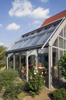 Díky modulární konstrukci jsou zimní zahrady tvarově velmi flexibilní – zjednotlivých modulů vám sestaví vaši zahradu namilimetr přesně apodle vašich individuálních požadavků (SCHÜCO)