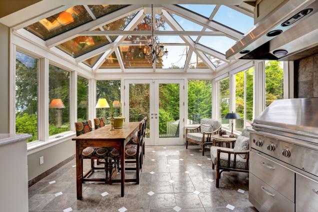 Kvalita skel je pro správné fungování zimní zahrady rozhodující, důležité jsou zejména dobré tepelněizolační vlastnosti, které vzimní zahradě zajistí příjemný tepelný komfort.