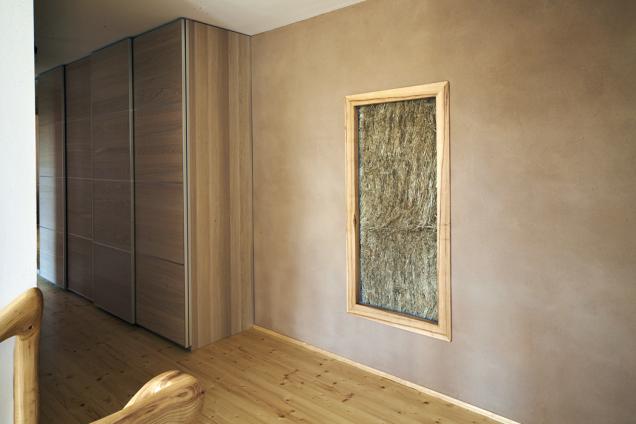 Díky velmi dobré tepelné izolaci veškerých konstrukcí avýplní potřebuje dům jenom velmi málo energie na vytápění.