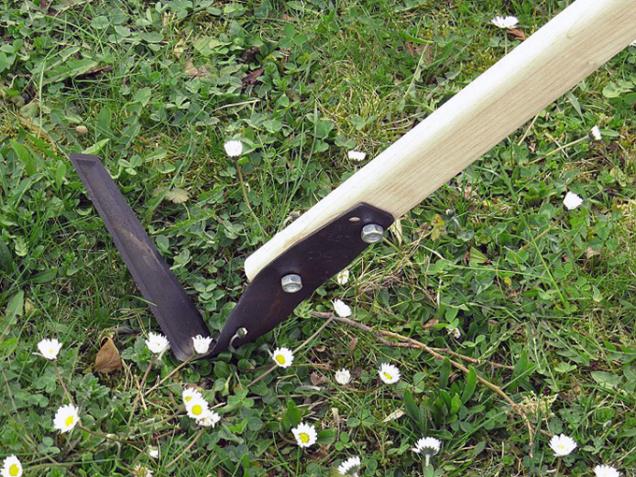 Ploskořez je užitečný nástroj, který najde v zahradě všestranné uplatnění.