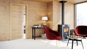 """Dveře Tenga, provedení dýha dub sukatý (Sapeli) shorizontální orientací jsou krásně sladěny se stěnami. Takto výrazná struktura dřeva """"snese"""" jen jednoduchou podlahu, buď jednobarevnou nebo svelmi jemným dekorem."""