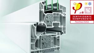 Okenní systém Schüco LivIng Alu Inside s patentovanou technologií hliníkových pásků a přídavných izolačních bloků vhodný pro certifikaci pasivních domů podle Dr. Feista (Uf = 0,79 W/m²K). (Zdroj: Schüco CZ)