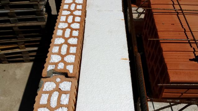 HELUZ MIAKO, zhotovení stropu, zdění věncovek (Zdroj: HELUZ)