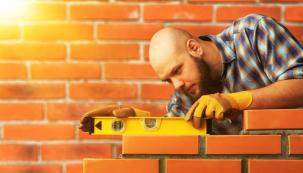 Dosprávné kutilské dílny patří izednické vybavení, protože příležitostí knejrůznějším stavebním opravám nebo úpravám se zejména nastarších domech najde každý rok dost. Ale platí to, ikdyž váš dům září novotou – vokolí domu nebo nazahradě se domácí zedník určitě uplatní.