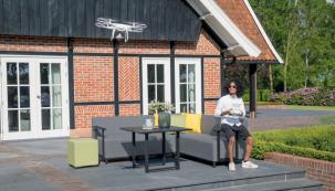 Dřevěný, plastový nebo kovový? Nebo rovnou hit léta v podobě umělého ratanu? Jaký zahradní nábytek bude vaším novým společníkem na terase, zahradě či na balkoně? Výběr je neuvěřitelně široký. Plánujete-li změnu nebo inovaci, je nezbytné zamyslet se, jakému typu zahradního nábytku dáte přednost. (Zdroj: Hornbach)