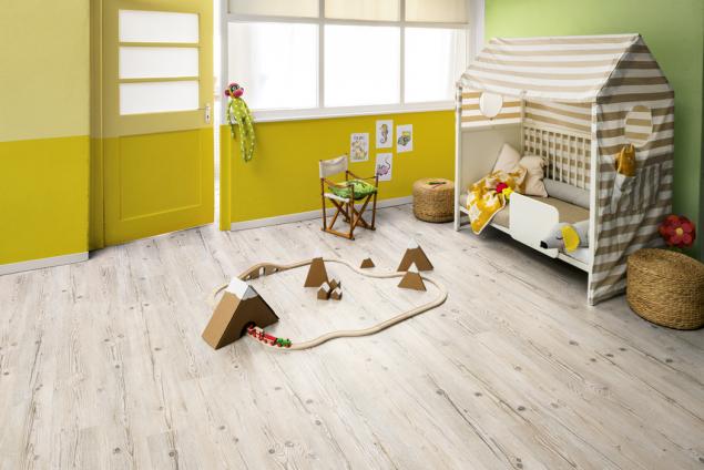 Korková podlaha Egger, dekor smrk je vnabídce vprodejnách Hornbach za515Kč zam2. Korkové podlahy představují ekologickou alternativu pro každého, kdo je příznivcem hřejivých, měkkých atichých podlahových krytin spřírodním složením. Ideální je dodětského pokoje.