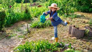 Výmluvné české jméno tohoto měsíce říká vše. Příroda se probudila ačeká nás jedno znejkrásnějších období roku, ale ispousta práce na zahradě.