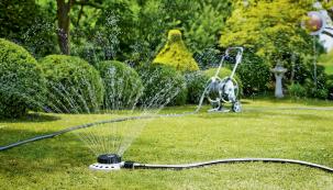 Pro hezkou a zelenou zahradu je důležité její udržování. Vůni, svěžest a úrodu ovlivňuje kvalita půdy a její zavlažování. Automatické systémy zaručí optimální způsob, čas i množství potřebné vody, aby zalévání bylo nejúčinnější a neškodilo. (Zdroj: HORNBACH)