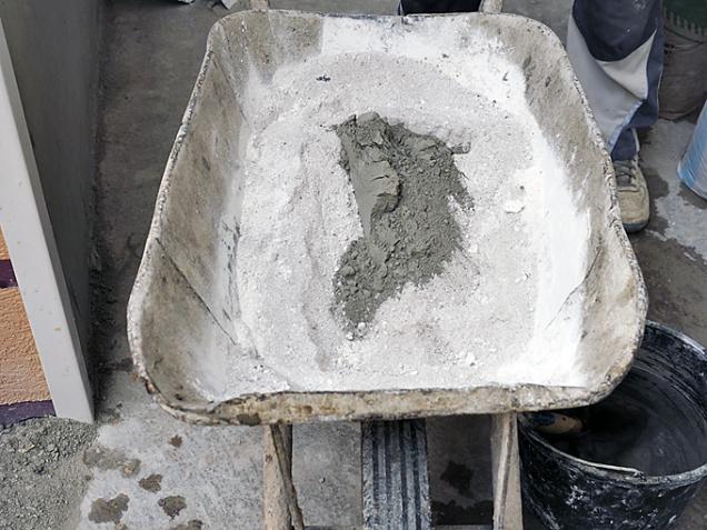 Cementu do malty dejte raději méně, jinak by se mohlo stát, že se malta po vytvrdnutí oddělí.