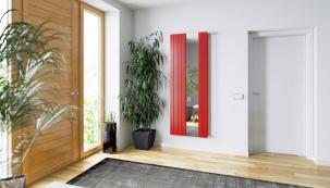 Radiátor vchodbě nebo zádveří nemusí sloužit pouze kvytápění. Praktickou součástí radiátoru KORATHERM REFLEX je velké zrcadlo. Cena od8280Kč (KORADO)