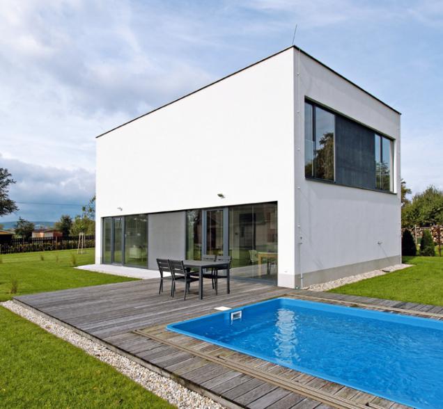 Představte si anamalujte dům jako krychli, hranol či kvádr. Jak známo zgeometrie, všechna tato tělesa mají jedno společné, ato celkem šest stran. Přesněji stěn, které dohromady tvoří obálku.