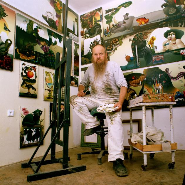 Ptáte se, proč interiér obohatit uměleckým dílem? Odpovědí na tuto otázku je hned několik. Dle slov psychologů obrazy nejsou pouhým doplňkem, ale něčím, co nám při každém pohledu dodává energii, zpestřuje život a rozvíjí kreativitu. A obrazy slavného malíře Libora Vojkůvky? Kromě uvedeného fascinují, zlepšují náladu a v neposlední řadě jsou investicí, která se vyplatí. (Zdroj: vojkuvkalibor.com)