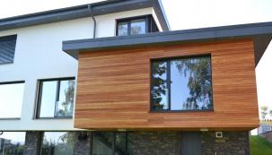 Okna PROGRESS s integrovanou stínicí technikou jsou vhodná pro nízkoenergetické a pasivní domy. Na fotografii okno PROGRESS ALU SCREEN (Zdroj: DAFE-PLAST)