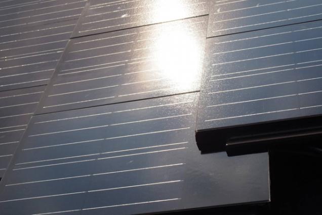 TERRAN Generon, betonová střešní krytina s integrovanými fotovoltaickými panely (Zdroj: Mediterran CZ)
