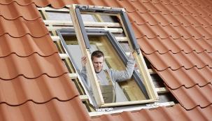 Kyvné střešní okno GLL 1061 se systémem izolace ThermoTechnology (VELUX)