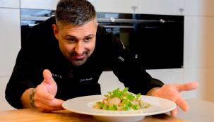 Moderní domácí spotřebiče nabízejí řadu funkcí a technologií, díky kterým je vaření snadné, rychlé a zábavné. I v domácích podmínkách můžete připravit lahodné menu jako ze špičkové restaurace. Nevěříte? Inspirujte se recepty Jirky Noska a podívejte se na krátká videa, ve kterých tento zkušený kuchař například poradí, jak správně nafiletovat rybu, co je základem dokonalého steaku nebo podle čeho poznat čerstvé ústřice. (Zdroj: Siemens Home)