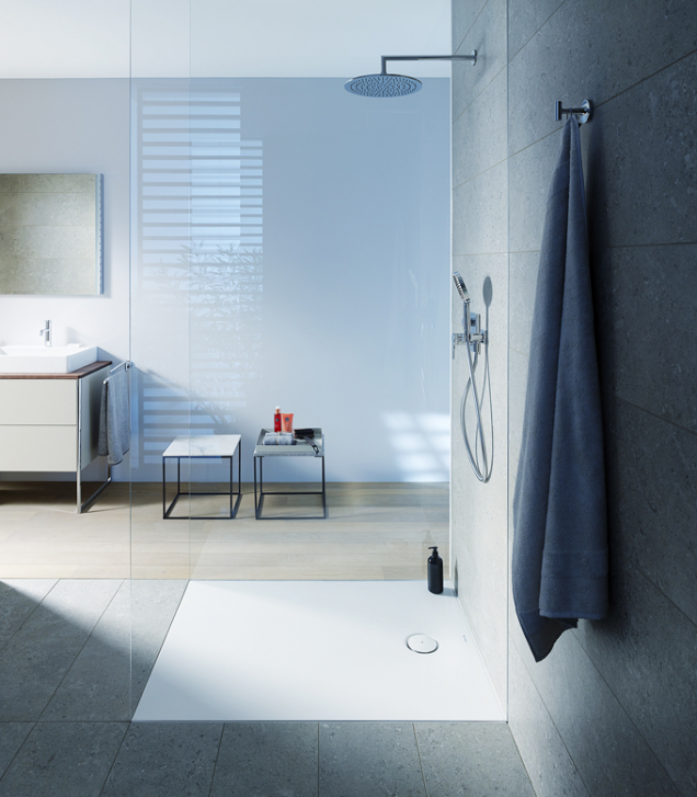 Sprchová vanička řady Tempano je dokonale sladěna smoderními koupelnami anabízí flexibilitu pro instalaci, ať už si vyberete montáž napodlahu, zcela, nebo polozapuštěnou montáž (DURAVIT)