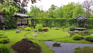 Napřání současných majitelů manželů Brdičkových vznikl meditační pavilon podle vzoru zjaponského Kjóta, který zabírá podstatnou část zahrady.