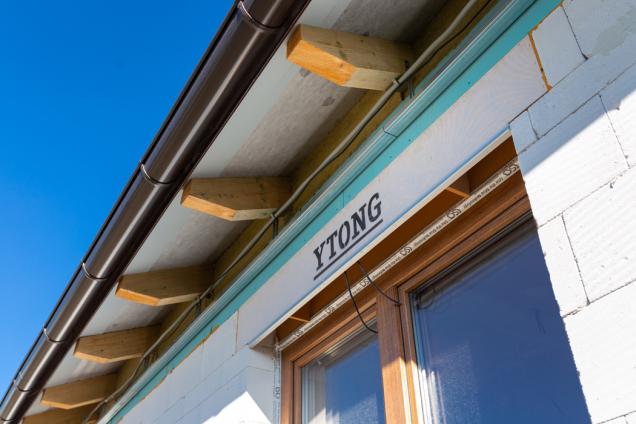 Spoužitím YQ, kterým výrobce označuje své ucelené řešení hrubé stavby včetně střechy, doplňků a povrchových úprav, dosáhnete hodnot úsporného bydlení snadno. (Zdroj: XELLA CZ)