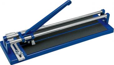 Řezačka naobklady adlažby Kaufmann Uniflies ztlakově litého hliníku má délku řezu 440mm; cena 799 Kč (HORNBACH)