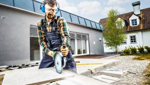 Při pokládce dlažby či lepení keramických obkladů se většinou nevyhnete řezání dlaždic. Dnes se podíváme, jak nato.