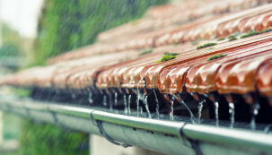 PORADNA: Starosti s deštěm, poplatky a nová smlouva