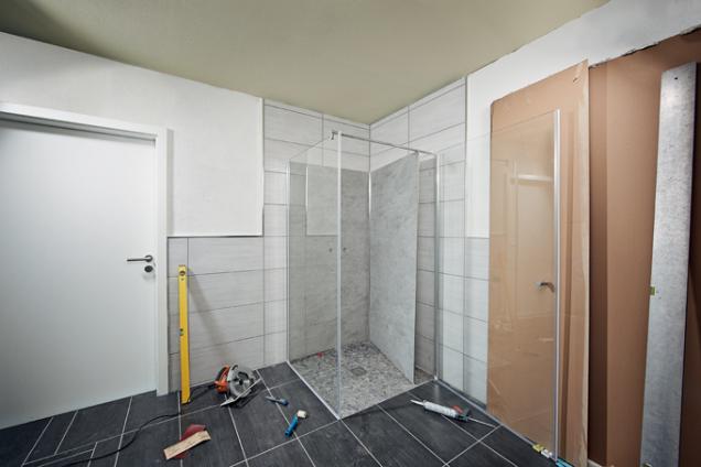 Montáž sprchového koutu (Zdroj: HORNBACH)