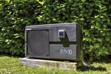 9. Tepelné čerpadlo:prodejce Desjoyaux, cena:39990Kč  Tepelné čerpadlo JD Pac Competitiv dokáže předat vodě vbazénu až 80% energie odebrané ze vzduchu. Vkombinaci stepelným krytem prodlouží koupací sezonu nadvojnásobek.