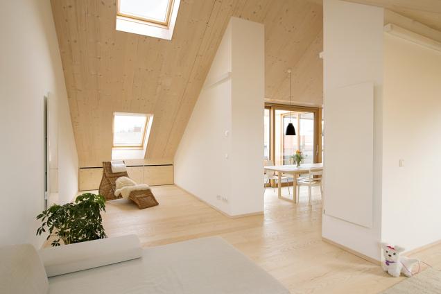 Střešní okna výrazně ovlivňují energetickou náročnost atím ekonomické ukazatele užívání podkroví idomu. Jejich vlastnosti atechnické parametry rozhodují okvalitě bydlení (Foto: VELUX)