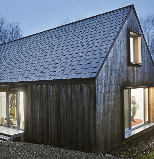 Skládaná krytina CEMBRIT zvláknocementu je vhodná pro použití na střechy již od sklonu 18° ataké na fasády.