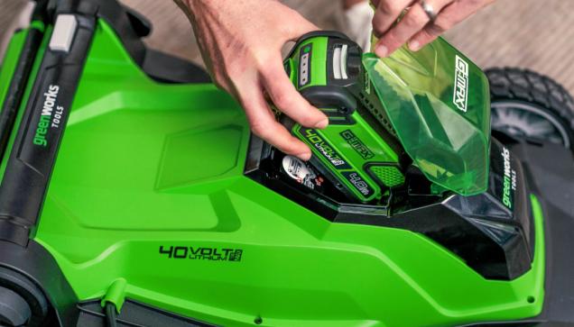 Výměna baterie mezi jednotlivými stroji je otázkou okamžiku. (Zdroj: Mountfield)
