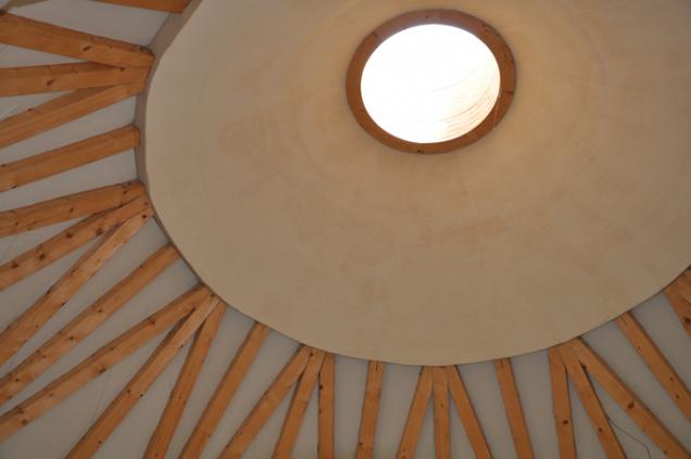 Skvěle se doplňují s ostatními přírodními materiály jako dřevo aj. (Zdroj: Cemix)