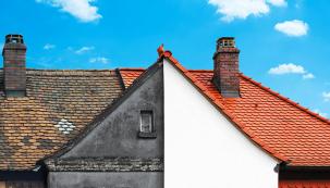 Rekonstrukci rodinných domů provází celá řada otázek. Odpovědi nebývají jednoduché avelmi často souvisejí nejenom se stavbou pozemků, ale také svysokými cenami pozemků astavebních prací. Namisku vah je třeba položit celou řadu aspektů. Není nakonec lepší zbourat celý dům?