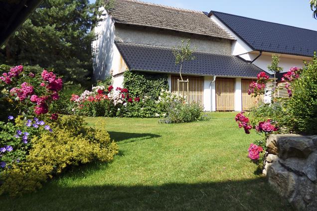 Součástí úprav staré zahrady by měla být iúprava objektů astaveb naní, jinak by to ztrácelo smysl (2)