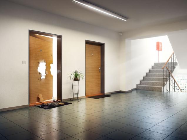 Na váš prázdný domov v době dovolené číhá nebezpečí. Může lákat zloděje, kteří vám na váš návrat mohou přichystat nemilé překvapení. Jak tomu zabránit? Pořiďte si bezpečnostní dveře. (Zdroj: NEXT)