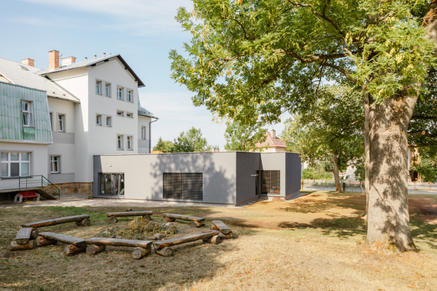 Dětská rehabilitace se přestěhovala do nově zbudovaného, bezbariérového pavilonu. (Zdroj: Bramac)