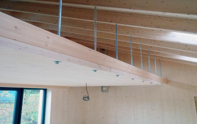 Dřevo tvrdých a odolných borovic rostoucích nedaleko polárního kruhu patří k nejkvalitnějšímu přírodnímu stavebnímu materiálu pro obytné domy (KONTIO)