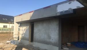Pro zlepšení tepelněizolačních vlastností stěn byla použita omítka Baumit Thermo plus, která je vylehčena speciálními plnivy, jako polystyren nebo perlit. (Zdroj: Wienerberger)