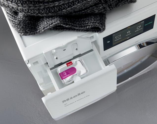 Miele opět dokazuje, proč patří k celosvětově nejlépe vnímaným značkám v oblasti přístrojů pro domácnost. Hned dva modely sušiček totiž zvítězily v zářijových vydáních prestižních spotřebitelských testů kvality. Sušička Miele TCJ 690 WP (výsledky platí i pro technicky totožný model TWJ 680 WP Eco & Steam WiFi & XL) získala první místo v konkurenci 20 přístrojů v domácím dTestu 9/2019 a Miele TDB 220 WP zase v německém Stiftung Warentest 9/2019 v kategorii A++. V kategorii A++ byla nejlepší rovněž v našem dTestu 9/2019. (Zdroj: Miele)