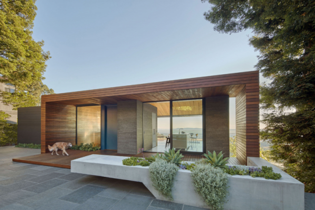 Skyline House získal řadu ocenění: Wood Design and Building Awards 2017, AIA East Bay Design Awards a AIA California Council Residential Design Award 2018.