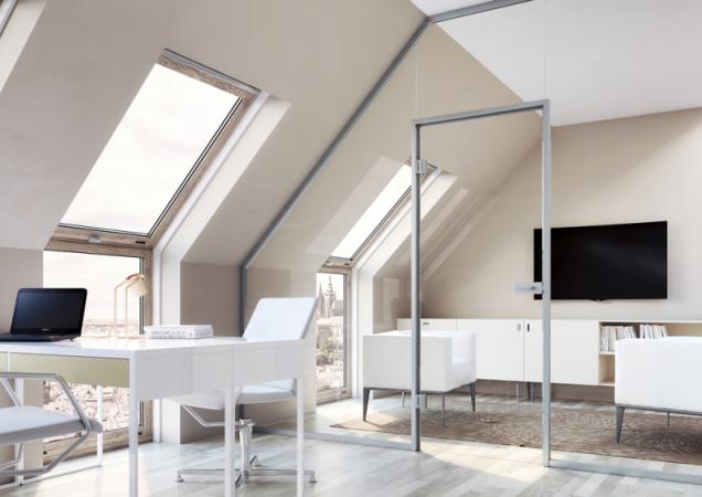 Celoskleněná stěna Sapglass se přizpůsobí i atypickému tvaru stropu a funkčně vytvoří dvě místnosti, aniž byste celý prostor opticky zmenšili. Vhodná je například na oddělení pracovny. Lze do ní vsadit klasické otočné i posuvné dveře. www.sapeli.cz