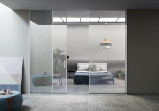 Shoin je systém pevných a posuvných skleněných stěn, jehož inspirací jsou tradiční japonské domy. Využívá kalené sklo, hliník a tvrdé dřevo. Umožňuje nahradit příčky a vytvořit místnosti v podobě prosvětlených skleněných boxů. www.lualdi.com