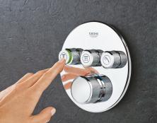 Podomítková nástěnná baterie GROHE SmartControl vystupuje ze stěny pouze 43 mm a vyniká jednoduchým a intuitivním ovládáním, k dostání je i v hranaté verzi (GROHE)