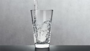 Kvalitní a hygienicky nezávadná pitná voda není zdaleka samozřejmostí ani ve vyspělých evropských zemích. Zásadní je nejen zdroj pitné vody, ale také za jakých podmínek se voda rozvádí a s jakými materiály přichází voda do styku. (Foto: Viega)