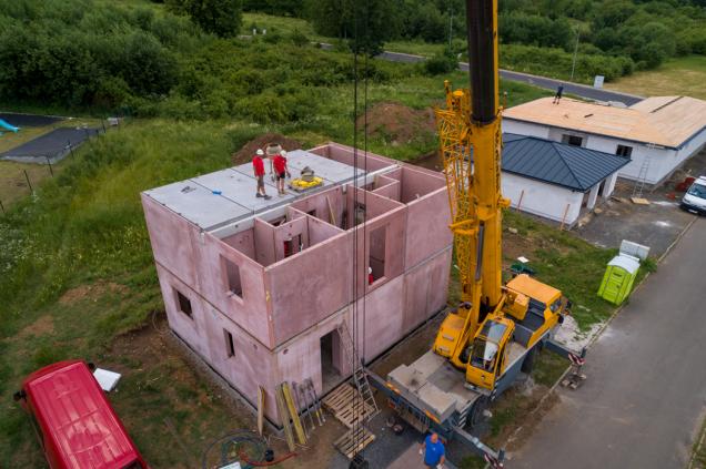 Stavba domu (Zdroj: Dům jedním tahem)