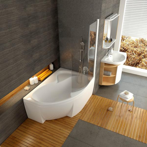 Prostorná akrylátová rohová vana Rosa II, doplněná praktickou vyklápěcí skleněnou stěnou, která vanu promění ve sprchovací kout (RAVAK)