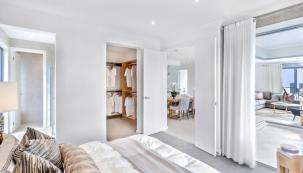 Předpokladem pro to, abyste se v domě cítili příjemně a pohodlně, je jeho účelné uspořádání na funkční zóny tak, aby všechny prostory na sebe navzájem logicky navazovaly podle toho, jak probíhá váš každodenní život